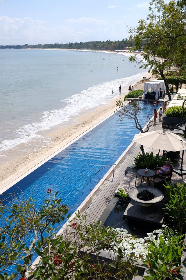 Wow! There's a great view of the beach from the infinity pool at Sundara, Bali.