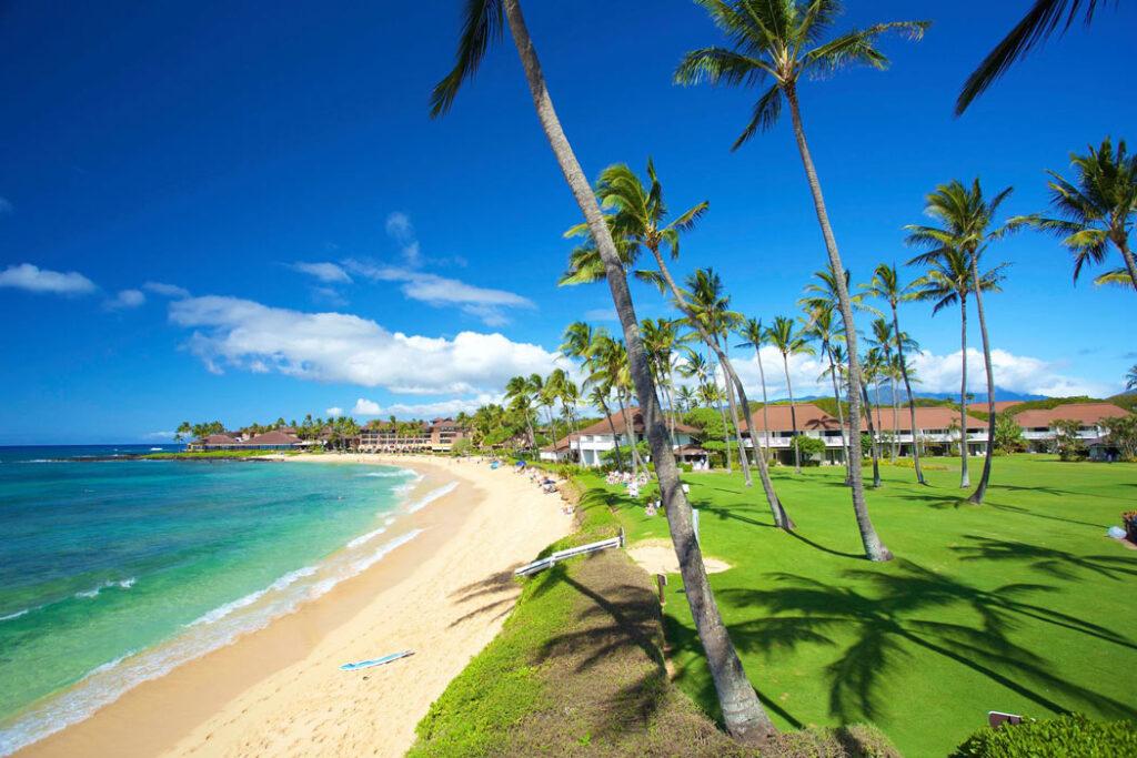 This Kiahuna property is one of our favorite beachfront Kauai resorts! (Credit: Kiahuna Plantation)