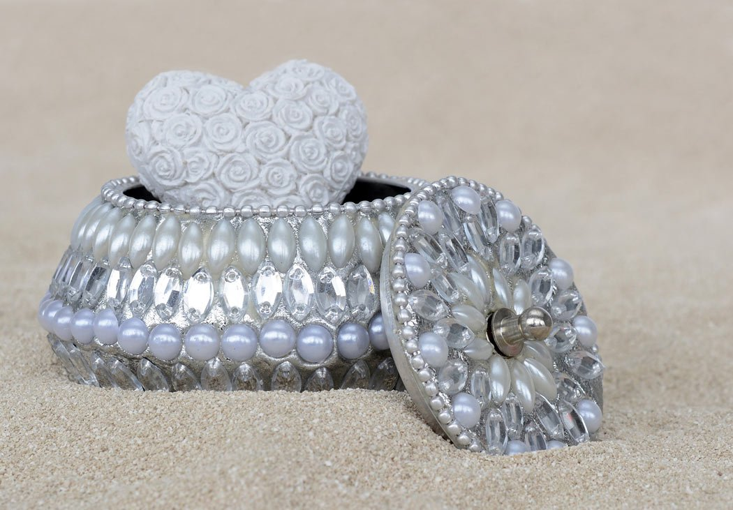 Shop for silver jewelry on the beach in Cabo San Lucas.