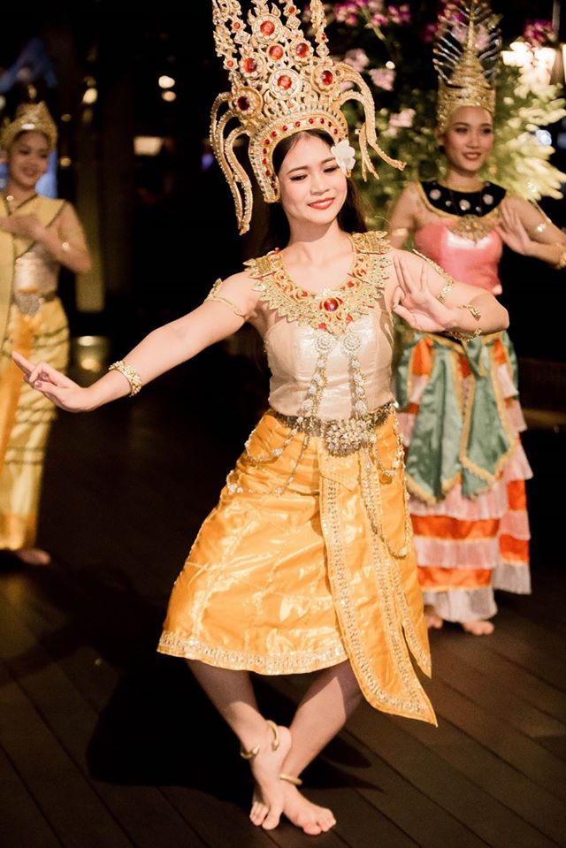Thai dancer at the Shangri-La Bangkok