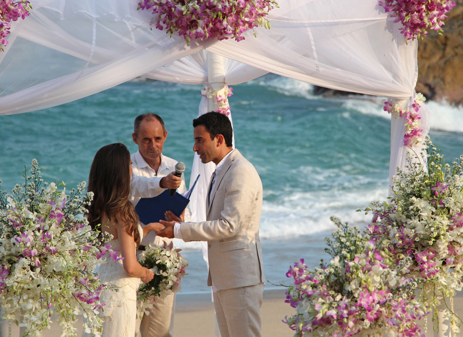 Tongsai Bay on Koh Samui is a lovely place to get married on the beach!