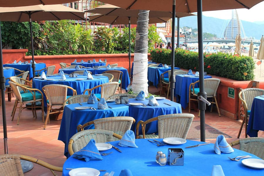 A big draw at Daiquiri Dick's in Puerto Vallarta is the modern beachfront setting.
