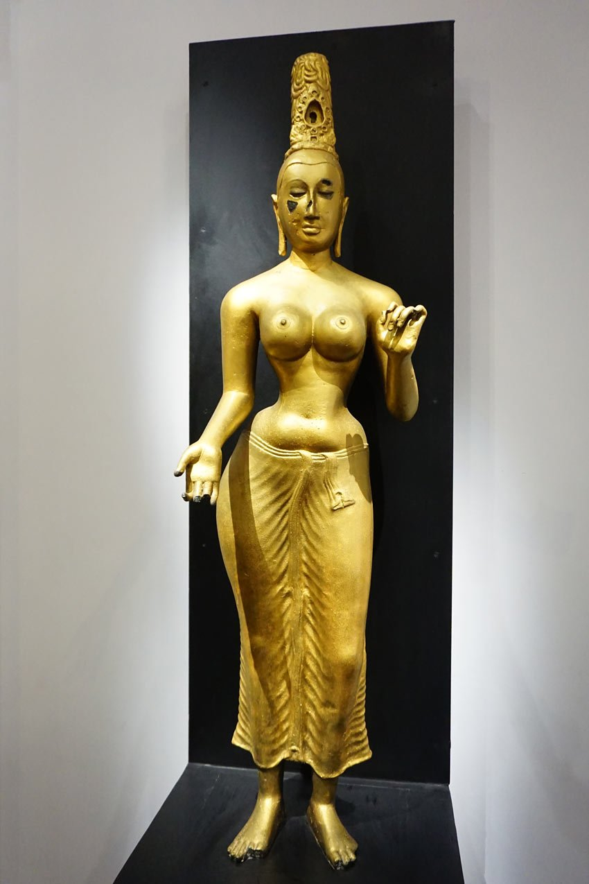 You'll see ancient jewelry, paintings, masks and statues at the Colombo National Museum.