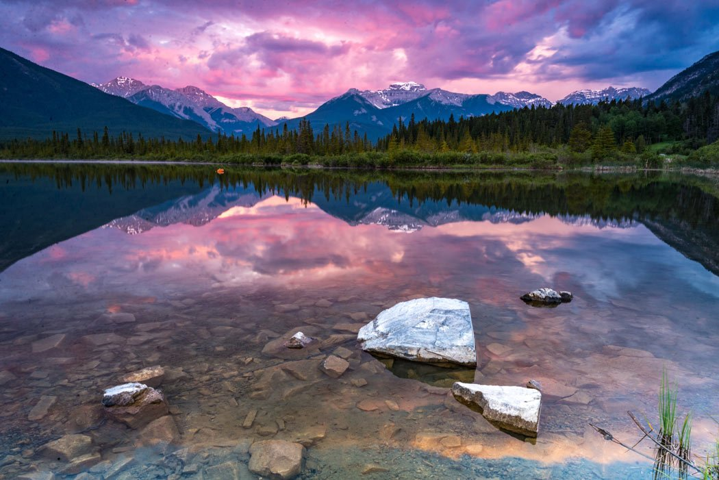 The Canadian Rockies are all about shimmering lakes, emerald forests, rushing rivers and soaring mountain peaks.