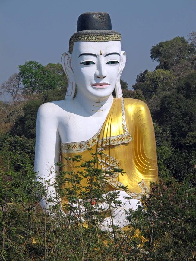 From the Shwesandaw Pagoda, we saw the 10-storey Buddha looking back at us.