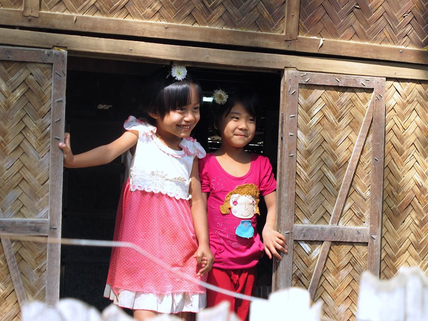 Myanmar people photos: Two little girls in Salay village