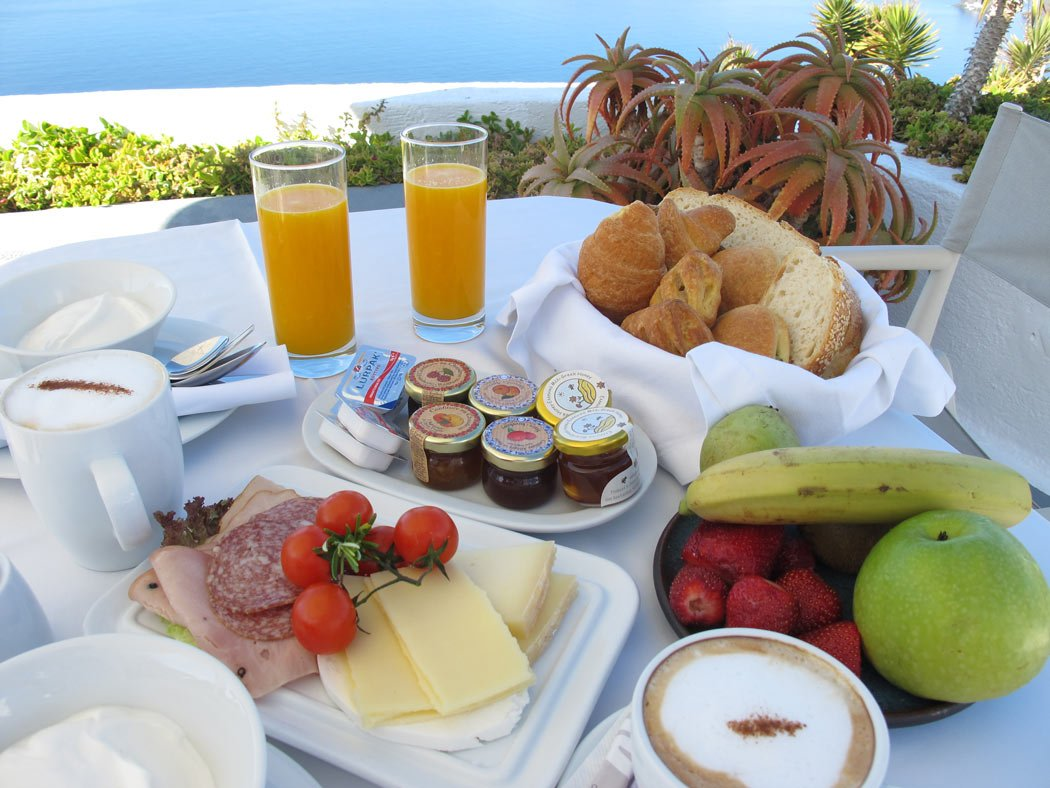 No one is going hungry at this Oia, Santorini, hotel!