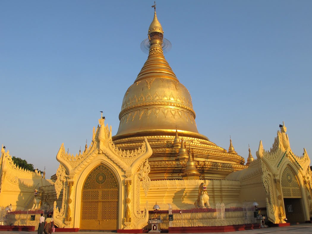 It was so quiet and peaceful visiting the Maha Wizaya Pagoda, near the Shwedagon Pagoda.