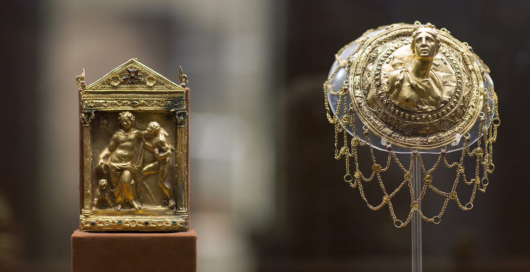 Gold hairnet and other exhibit from the National Archaeological Museum of Athens