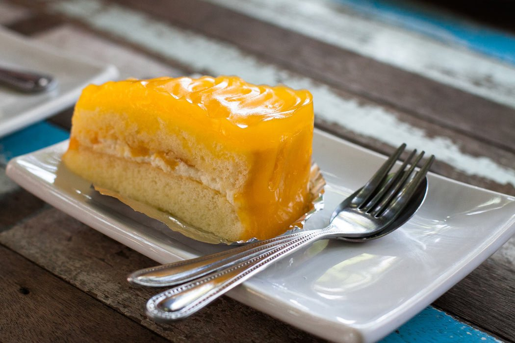 How to eat mango? Try mango cake. Delicious!