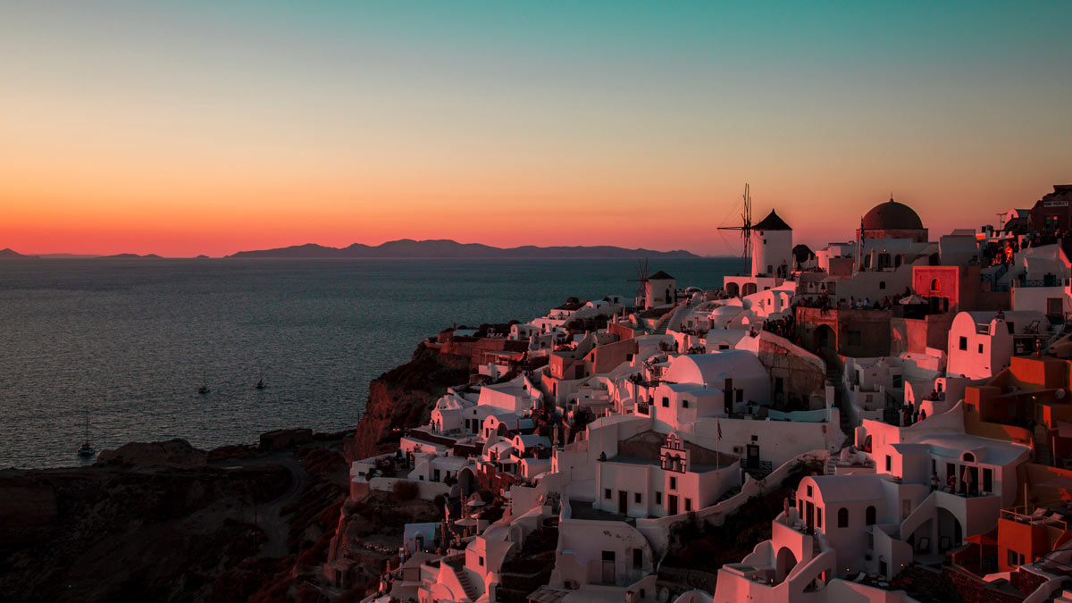 Fun facts about Santorini: Sunsets in Oia are famous.