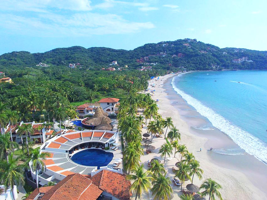 Thompson Zihuatanejo has lovely private pool suites