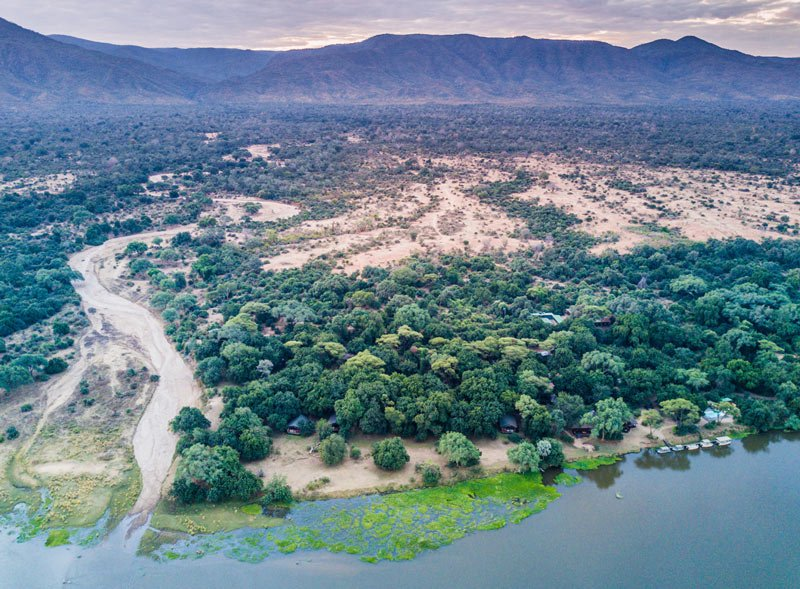 Chiawa hugs the banks of the Zambezi River in glorious isolation