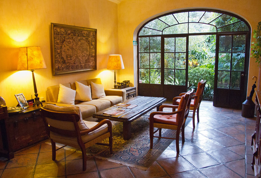 You can have breakfast outside in the garden or in this cozy guest lounge at the Villa Ganz boutique hotel.