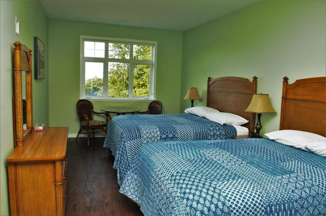 Telegraph Cove Lodge room