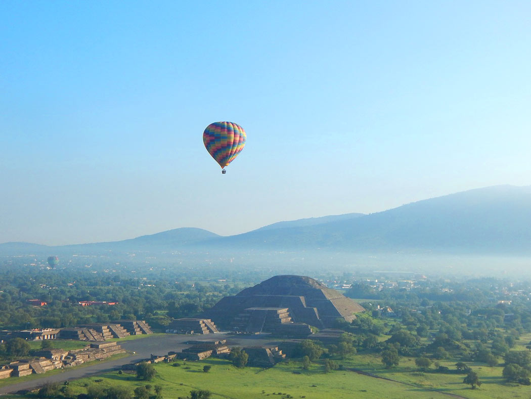 Hot air balloon ride over Teotihuacan, Mexico