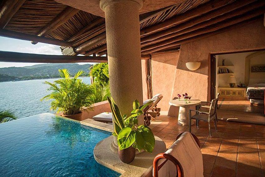 Many La Casa Que Canta suites have private plunge pools