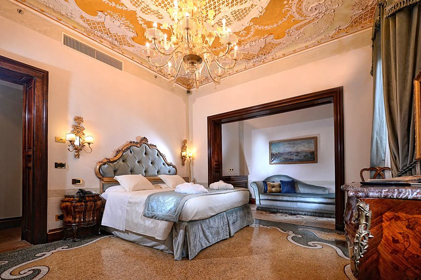 Hotel Ai Reali di Venezia is a luxurious 4-star hotel in Venice, Italy