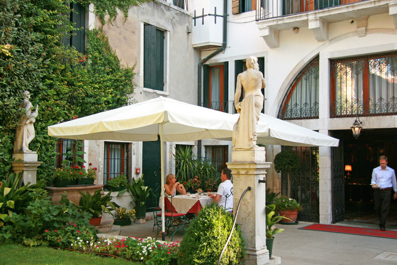 Breakfast in the garden at Palazzo Abadessa, Venice