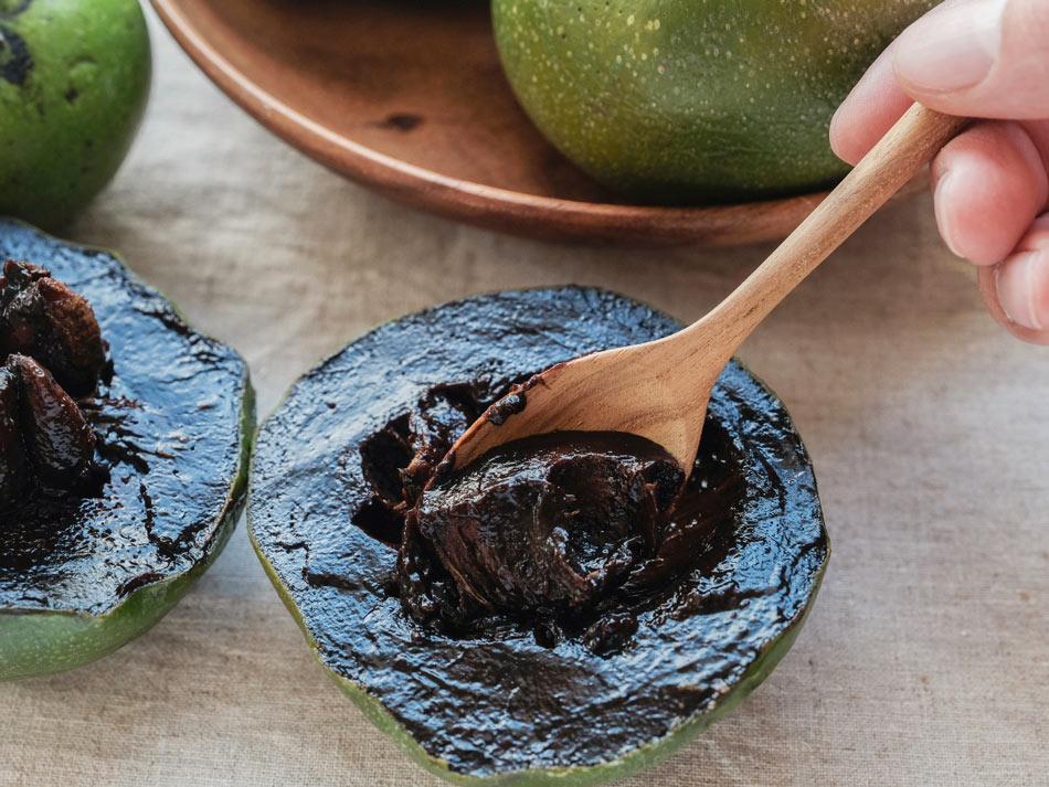 Chocolate sapote fruit in Hawaii