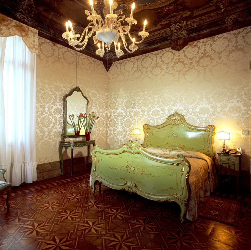 Guest room at Palazzo Abadessa