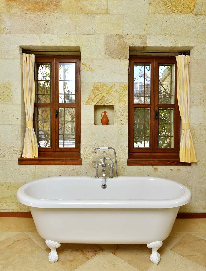 The bathroom of the Stone Arch suite at Esbelli Evi