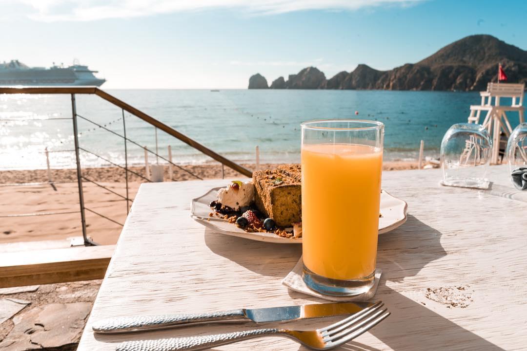 The Bahia Hotel beach club on Medano Beach
