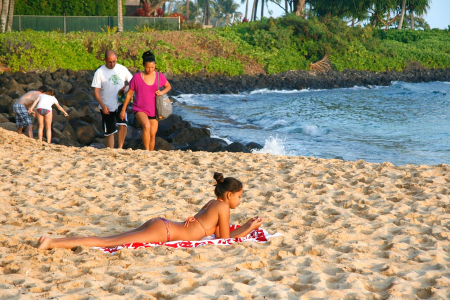 One of the most beautiful beaches in Kauai, Kiahuna Beach is blessed with thick thick sand!