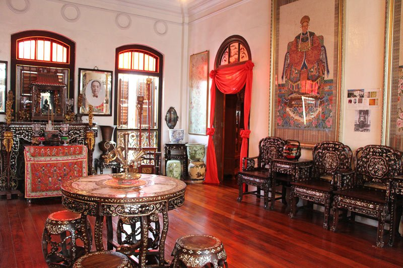 A salon inside the Pinang Peranakan Mansion. Note the mother-of-pearl inlay furniture!