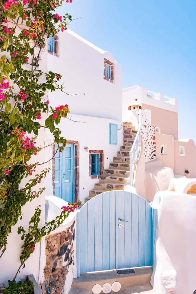 Fun facts about Greece: Many people think Santorini is the world's most beautiful island.