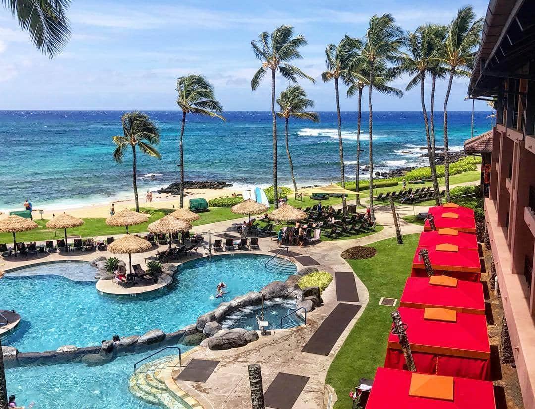 One of the best luxury Kauai hotels, the Sheraton Kauai Resort is enviably located on Poipu Beach.