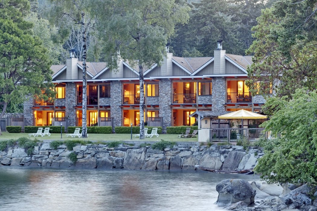 Where to stay on Galiano Island? The Galiano Inn and Spa is a deluxe inn with an ocean-front setting.
