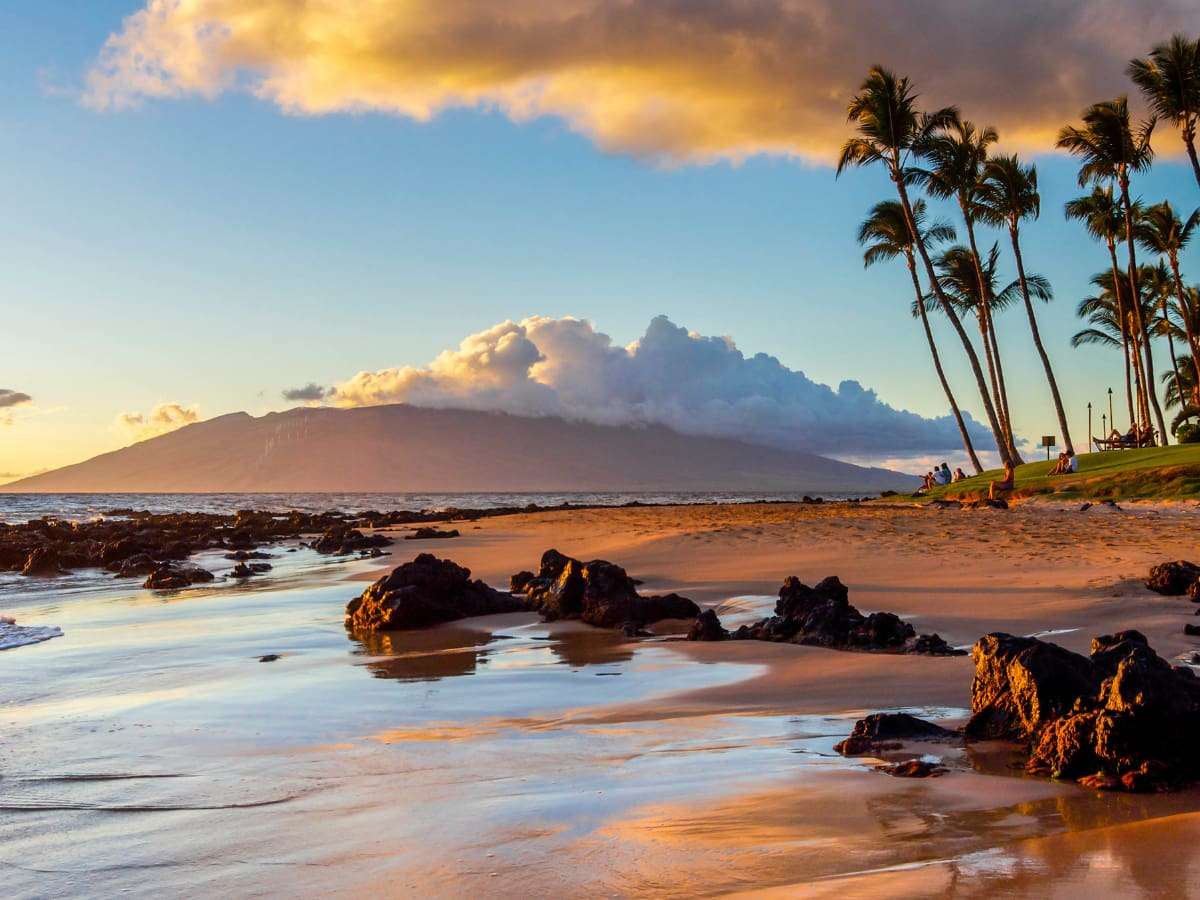 How to choose between Maui or Kauai? Don't worry, they're both idyllic Hawaiian islands.