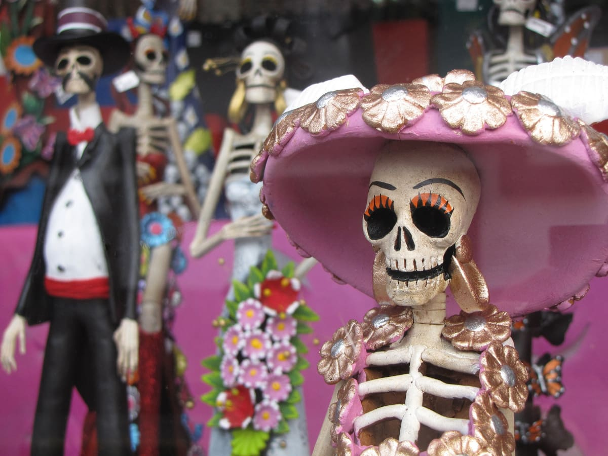 Day of the Dead figurines make wonderful Mexican-themed gifts.