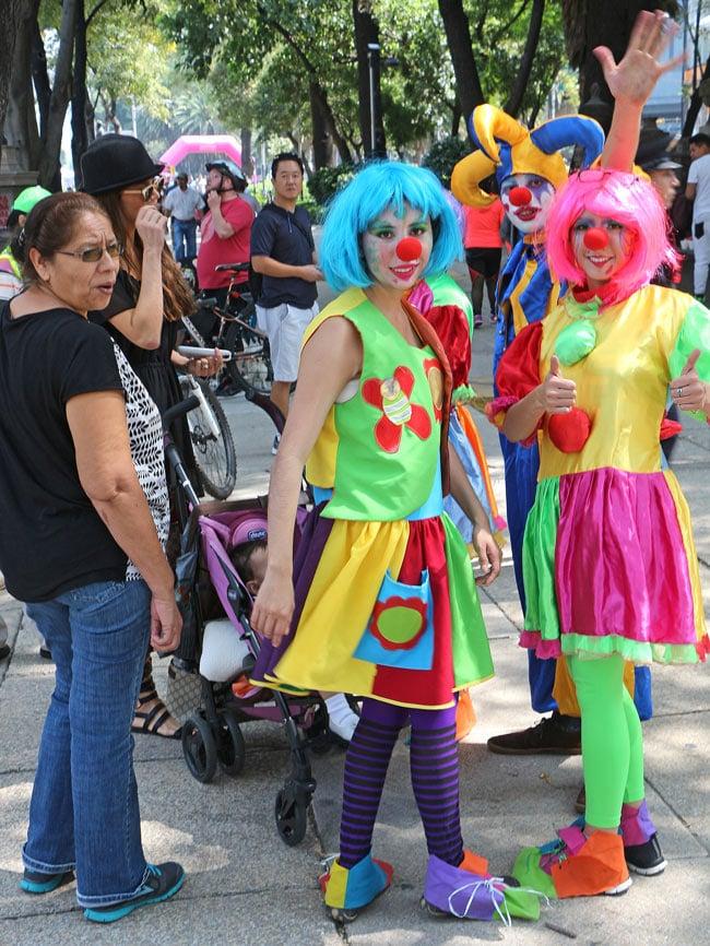 Clowns on the Paseo de la Reforma on a Sunday morning