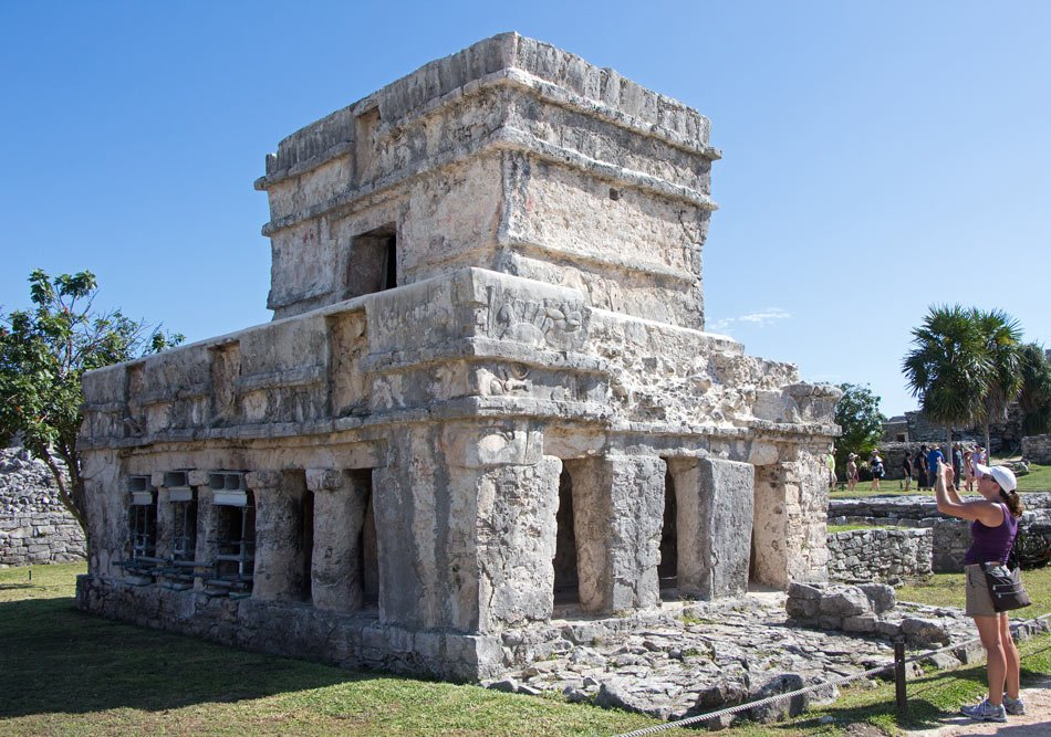 To preserve the paintings inside the Temple of the Frescoes in Tulum, you can't enter the temple.