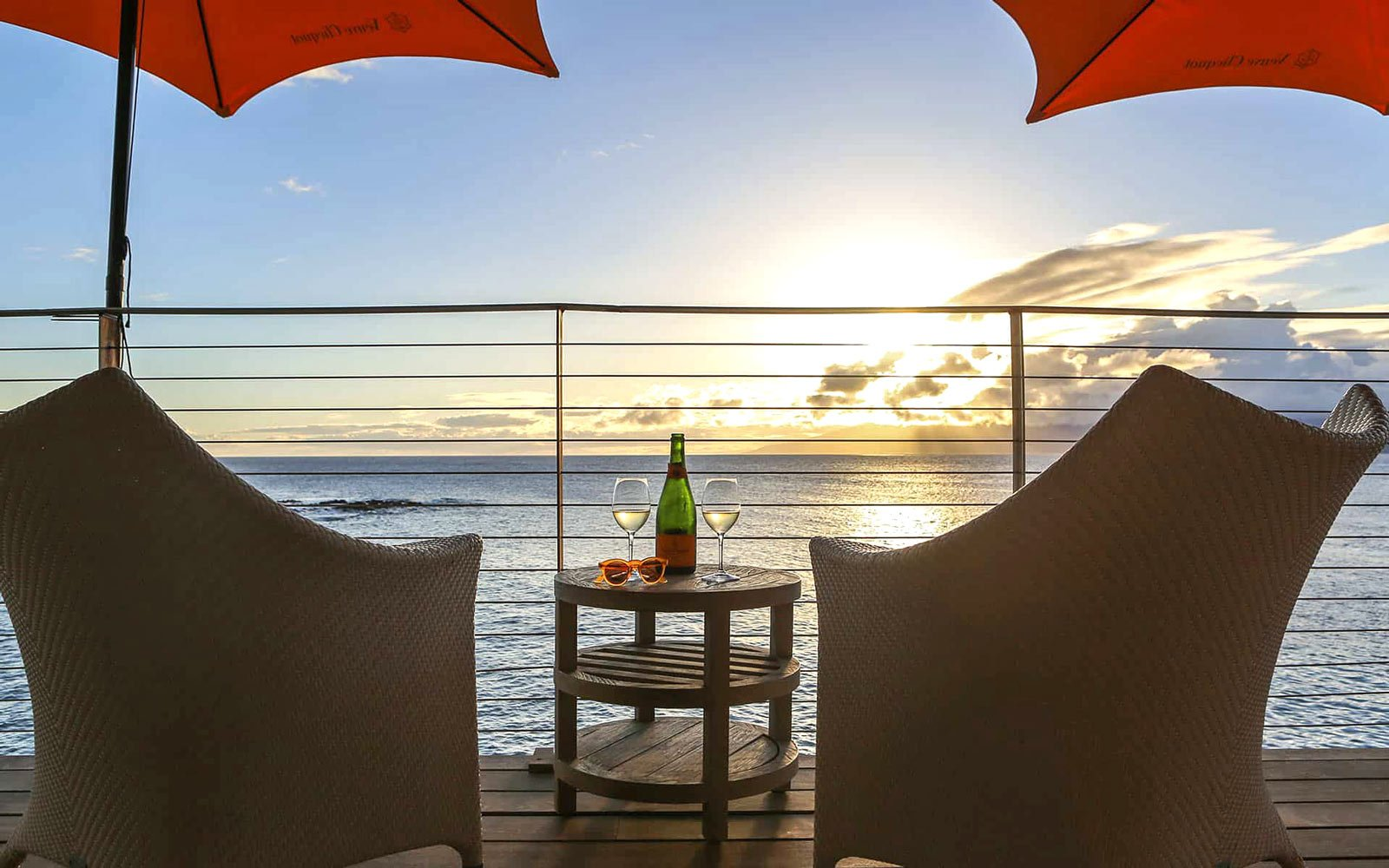 The Champagne Hale, a pop-up bar and lounge for champagne and sunsets