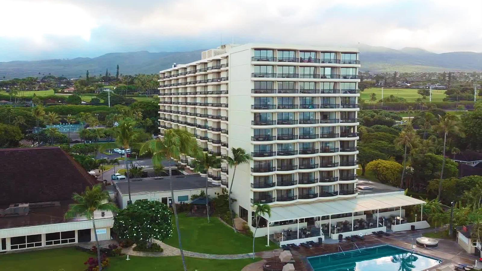 Who says beach front hotels are expensive? Enjoy a romantic yet affordable honeymoon stay at the Royal Lahaina Resort in Maui.