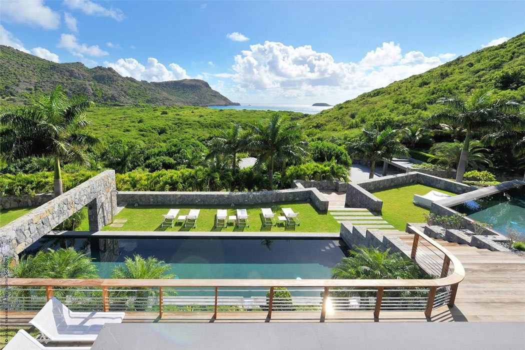 The Dunes is a celebrity-worthy St. Barts villa boasting 2 swimming pools.