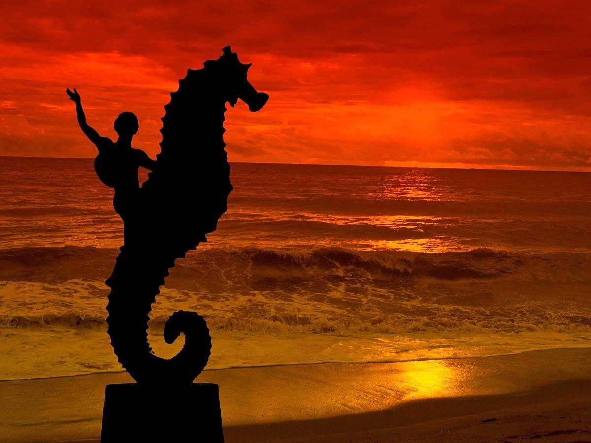 "The original ""Seahorse"" statue stands at Los Muertos Beach."